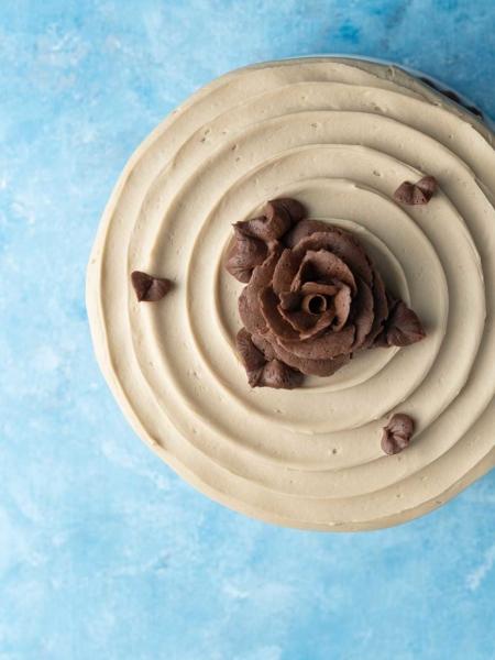 Top detail layer cake